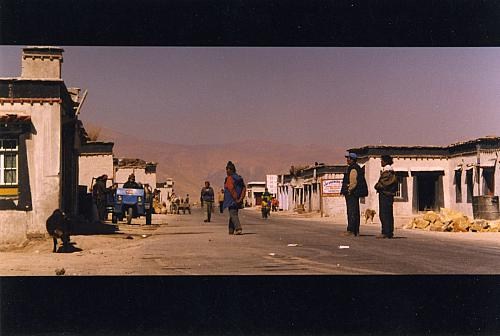 The town of Tingri on the Tibetan plateau