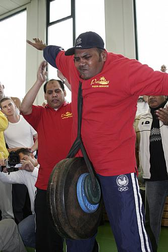 Lifting 55,1 kg for 12.22 seconds with his right ear.